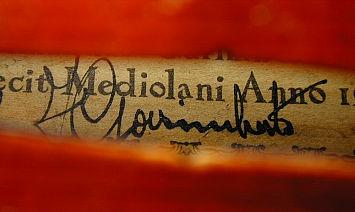 ラベル上に書かれた、Ferdinando Garimberti のサイン